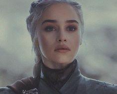 a beleza dessa mulher me assombra