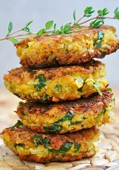 Healthy vegan falafel recipe, without deep frying, GF flour and with lots of fresh parsley!