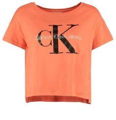 Calvin Klein Jeans Camiseta Print Orange Las Camisetas De Manga Corta Para Mujer Las camisetas de manga corta para mujer no requieren de una exhaustiva presentación; simplemente, no la necesitan.