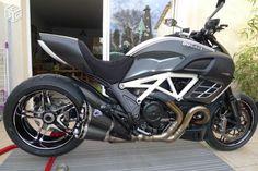 Ducati Diavel Carbon, Moto Ducati, Biker Love, Sportbikes, Cbr, Otter, Custom Bikes, Motogp, Cool Bikes