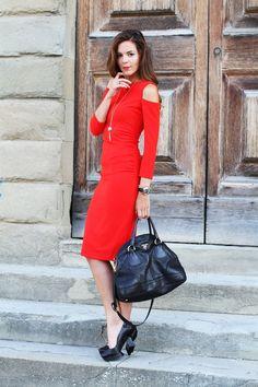 red dress and chic outfit wearing prada bag miu miu heels and swarovski jeawels  www.ireneccloset.com