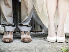 """Recientemente a los novios les ha dado por personalizar sus votos matrimoniales, saliendo de la típica frase: """"En la salud, y en la enfermedad, en la riqueza y pobreza"""". Aquí te presentamos 9 creativas frases que puedes usar en tu boda."""