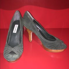 """Steve Madden size 8.5 peep toe heels Emerald green Super cool suede style emerald green! Wooden heel, which is about 3"""" tall. Peep toe. Only worn like once or twice Steve Madden Shoes Heels"""