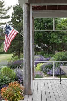 09 Matthew Cunningham Landscape Design Clamshell Alley Flag