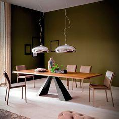Tavolo modello Eliot Wood Drive, allungabile con base in acciaio e piano in legno. Design Giorgio Cattelan by CATTELAN ITALIA