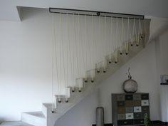 Sécurisation d'un escalier en béton avec sandows couleur ivoire. http://www.fmachline.com/
