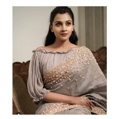 Boat Neck Saree Blouse Designs Front And Back Sari Design, Choli Blouse Design, Saree Blouse Neck Designs, Saree Blouse Patterns, Designer Blouse Patterns, Fancy Blouse Designs, Bridal Blouse Designs, Designs For Dresses, Latest Blouse Patterns