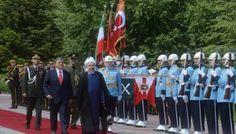 Ruhani, resmi törenle karşıladı