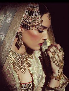 IT'S PG'LICIOUS  beautiful muslim bride