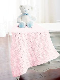Follow this free knit pattern to create a staggered squares blanket using Bernat Baby Big Ball yarn.