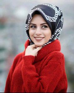Hijabi Girl, Girl Hijab, Grace Kelly Style, Scarf Styles, Hijab Styles, Muslim Women, We Wear, Silk Scarves, Hijab Fashion