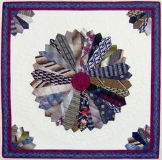 Quilt using ties - No instruction Small Quilt Projects, Quilting Projects, Quilting Designs, Sewing Projects, Necktie Quilt, Shirt Quilt, Dresden Quilt, Dresden Plate, Tie Crafts