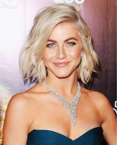 Short haircut and hairstyles from actriz Julianne Hough. Corte e penteados para cabelo curto loiro All Hairstyles, Trending Hairstyles, Celebrity Hairstyles, Short Brown Hair, Short Hair Cuts, Short Hair Styles, Boho Hair Short, Celebrity Short Hair, Celebrity Hair Colors