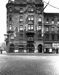 Ilyen is volt Budapest - Thököly út, a Dózsa György útnál Old Pictures, Old Photos, Budapest Hungary, Holiday Destinations, Historical Photos, History, Architecture, Places, Landscapes