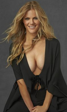 Pretty Celebrities Photos: Brooklyn Decker at 2014 Sports Illustrated Legends Issue Christie Brinkley, Brooklyn Decker Bikini, Beautiful Celebrities, Beautiful Women, Cheryl Tiegs, Swimsuits 2014, Si Swimsuit, Sexy, Sports Illustrated