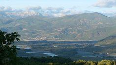 La Provence est une terre bénie... Son climat méditerranéen et son sol fertile permettent aux hommes depuis des siècles de cultiver fruits, légumes, oliviers et aussi amandiers. L'amande est un produit phare de la gastronomie du sud est de la France. Mais les champs de lavande gagnent peu à peu du terrain au détriment des amandiers qui trouvent en Corse ou dans le Languedoc Roussillon de nouvelles terres d'accueil.