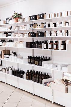 Design for Life Salon Interior Design, Beauty Salon Interior, Deco Spa, Gift Shop Displays, Pharmacy Design, Retail Shelving, Cosmetic Shop, Retail Store Design, Retail Interior
