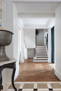 Staircase - An open-plan layout full of intriguing design details in this Victorian house at Oxford - real homes on HOUSE by House & Garden. Modern Victorian Homes, Edwardian House, Victorian Interiors, Victorian Farmhouse, Modern Interiors, House Interiors, Victorian Hallway, Interior Staircase, Staircase Ideas