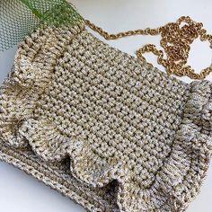 New crochet granny square pattern mini Ideas Crochet Purse Patterns, Crochet Headband Pattern, Crochet Tote, Granny Square Crochet Pattern, Crochet Handbags, Crochet Purses, Crochet Granny, Crochet Gifts, Crochet Yarn