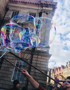 my photo  #edinburgh#uk#scotland#canon#photo#art#soapbubbles#street#centre#artist#tree