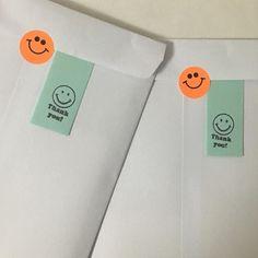 "©️All From Karandash Office 。 在 Instagram 上发布:""오늘 하루도 땡큐포장으로 마무리 !  우편을 제외한 발송에 비닐포장을 사용하곤했었는데요,  변경하여 종이봉투에 넣어서 보내드릴거에요 📮  플라스틱, 비닐적게 쓰고 환경을 생각하겠습니다 ! 최소한으로 사용하겠습니다 💛  오후에 핸드폰케이스 관련 정보…"" Packaging Stickers, Note Paper, Packaging Design Inspiration, Brand Packaging, Graphic Design Illustration, Creative Art, Branding Design, Lettering, Marketing"