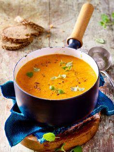 Gemüsesuppe aus gerösteter Paprika