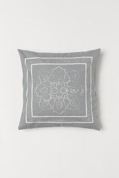Cushion cover in woven organic cotton fabric with a printed pattern on both sides and a zip. Cushion Cover Pattern, Cushion Covers, Pillow Covers, H & M Home, Living Room Accents, Cover Gray, Gray Interior, H&m Gifts, White Patterns