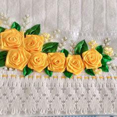 Ribbon Work, Silk Ribbon, Hand Embroidery Designs, Ribbon Embroidery, Paper Crafts, Diy Crafts, Hand Designs, Flower Wallpaper, Pink Flowers