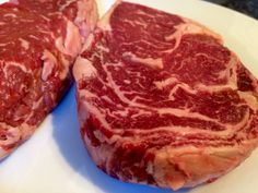 Steaks vom Gasgrill – So geht's – Grillkameraden.de Steaks from the gas grill – how it works – Grillkameraden. Steak Braten, How To Grill Steak, Churros, Gas Bbq, Tasty, Yummy Food, Barbacoa, Pulled Pork, Food Photo