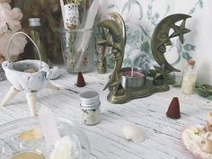 Artemis Altar [ Altar set ] Bee Witch Altar / Lunar-Moon-Witchcraft-Witch-witch kit-Altar kit-witchcraft kit-ritual-witch decor-home decor Incense Cones, Incense Sticks, Witchcraft, Magick, Forest Decor, Vintage Bee, Witch Decor, Tea Candles, Lavender Buds