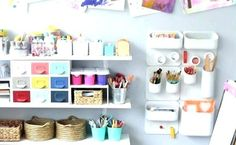 Ideas on how to choose Montessori shelves for your 3 year old and arrange all the toys and materials to fit and be at hand, at the same time. Decluttering, Montessori, Floating Shelves, Organization, Toys, Fit, Ideas, Home Decor, Products