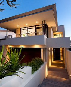 Clean and simple, this modern family home uses angles to create a contemporary look. / TechNews24h.com