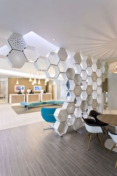 Brilliant Room Dividers Partitions Ideas You Should Try - Raumteiler Ceiling Design, Wall Design, Home Design, Design Ideas, Screen Design, Office Interior Design, Office Interiors, Small Apartment Decorating, Interior Decorating