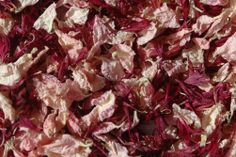 Soft pink and deep claret join together to bring a rich colour to this natural petal confetti blend.