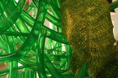 Gartenschlauch zum floralen Objekt verarbeitet - Foto Birgit Puck