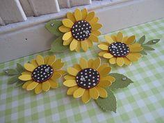 Punch Art Sunflowers - I like the polka dot centers Paper Punch Art, Punch Art Cards, Paper Sunflowers, Paper Roses, Sunflower Cards, Origami, Candy Cards, Scrapbook Embellishments, Flower Tutorial