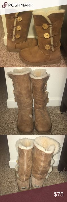 UGG women's baily button size 7 These are a few years old but are still in decent condition however there is a small hole at the tip of the left boot. These fit more like a size 8 or 8.5 UGG Shoes Winter & Rain Boots