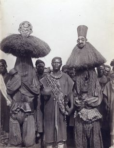 ©Anna Wuhrmann: Masked dancers, standing next to Nji Wamben, a servant of the King. African Culture, African History, Black History, Art History, Afrique Art, Africa People, Tribal Costume, Art Premier, Art Africain