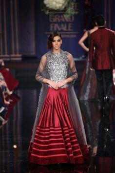 Indian wedding outfit Manish Malhotra 2014 7