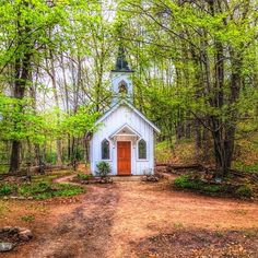 Little Church in the Valley in Waupaca Wisconsin. photo by by midwestlivingmag Abandoned Churches, Old Churches, Abandoned Cities, Abandoned Mansions, Chapel In The Woods, Church Pictures, Old Country Churches, Take Me To Church, Templer