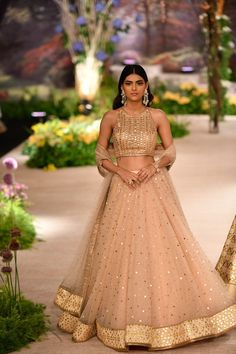 Reynu Taandon ICW 2018 collection in one word is 'wearable' fashion. Normally, in couture fashion week, one sees opulent over the top royal bridal wear. Indian Bridal Outfits, Indian Designer Outfits, Designer Dresses, Designer Bridal Lehenga, Gold Lehenga Bridal, Muslim Wedding Dresses, Indian Gowns Dresses, Indian Lehenga, Lehenga Designs
