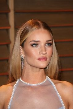 Rosie Huntington-Whitely rocking naturally gorgeous makeup. Perfect for a date! #makeup #natural #wetnwildbeauty