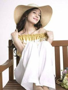 Best Kdrama, Wha T, Off Shoulder Blouse, Most Beautiful, Actresses, Fashion, Tomy, Female Actresses, Moda