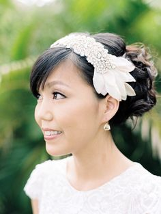 Bridal hairpiece. Wendy Laurel Photography (via Style Me Pretty).