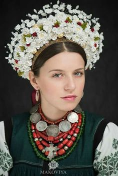 Ukrainian traditional outlook by Makoviya. Costume Ethnique, Flower Head Wreaths, Floral Headdress, Ukraine Women, Tribal Dress, Folk Fashion, Folk Costume, Costumes, Mode Outfits