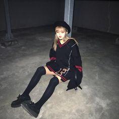 "1,152 Likes, 18 Comments - 유혜지 (@hyeji_al) on Instagram: ""아침에 자고 밤에 나가는 중.. 밤낮 바꼈어"""