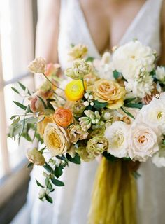 Dreamy Modern Chic California Wedding with Black, Gold and Citrus Details – MODwedding Featured Photographer: Sposto Photography; Mod Wedding, Wedding Shoot, Wedding Signs, Wedding Bride, Floral Wedding, Wedding Flowers, Bridesmaid Flowers, Wedding Bouquets, Wedding Photography Poses