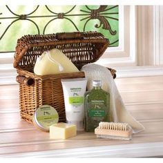 Healing Spa Bath Gift Basket - Open this wicker treasure chest to discover a wealth of spa delights! Spoil yourself with soothing skin-care enriched with the goodness of olive oil, avocado and lemon. Bath Gift Basket, Gift Baskets, Spa Basket, Food Baskets, Spa Gifts, Aromatherapy Oils, Washing Clothes, House Warming, Bath And Body
