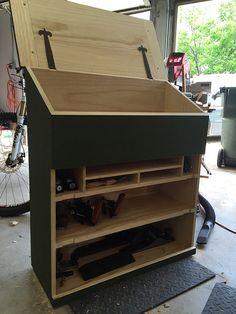 WoodNet Forums: my modified dutch tool chest Wood Tool Box, Wooden Tool Boxes, Wood Tools, Woodworking Tool Cabinet, Woodworking Projects, Tool Cabinets On Wheels, Tool Box On Wheels, Workshop Cabinets, Tool Box Storage