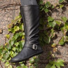 GROUNDIES® Toronto slim Women - Barefoot Leather Boot Toronto slimA classic leather boot for maximum barefoot feeling: The Toronto is your companion throughout the winter. Cowhide Leather, Leather Boots, Toronto, Barefoot Shoes, Minimalist Shoes, Classic Leather, Comfortable Shoes, Lady, Riding Boots